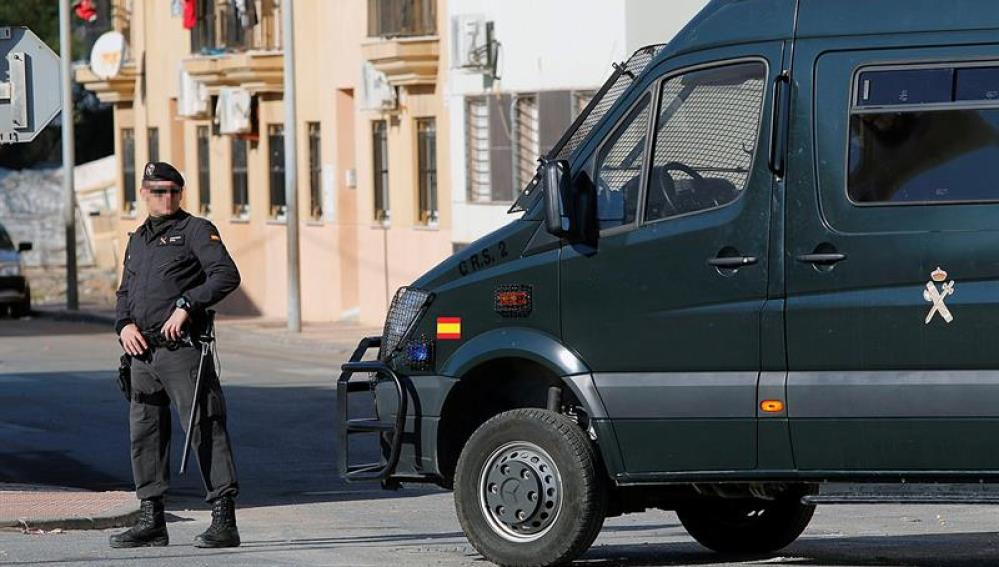 La Guardia Civil vigila las calles de Roquetas de Mar
