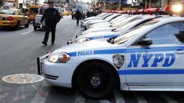 La policía de Nueva York patrulla en Times Square (Archivo)