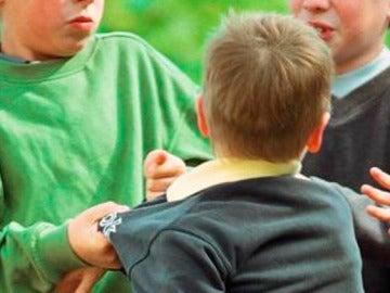 Representación de una escena de acoso escolar