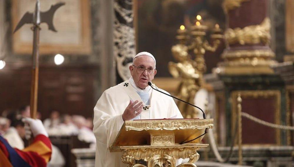 El papa Francisco ofrece una misa en la basílica de Santa María la Mayor, en Roma