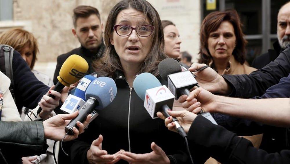 Mónica Oltra durante el minuto de silencio contra la violencia machista
