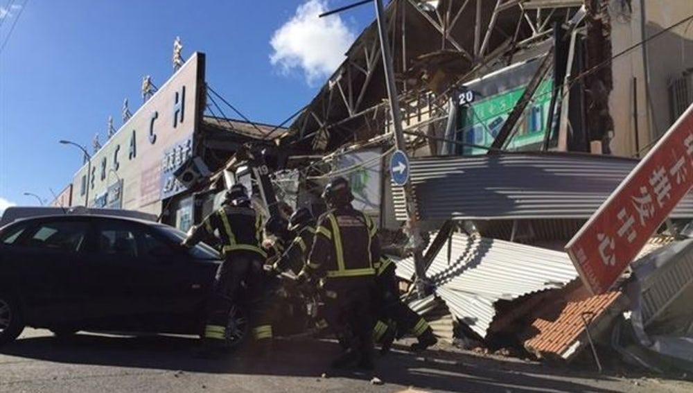Cinco heridos leves al derrumbarse la fachada de un edificio en Fuenlabrada