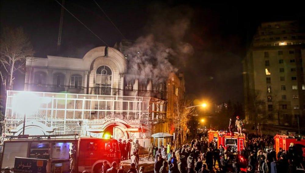 Asalto e incendio en la embajada saudí en Teherán