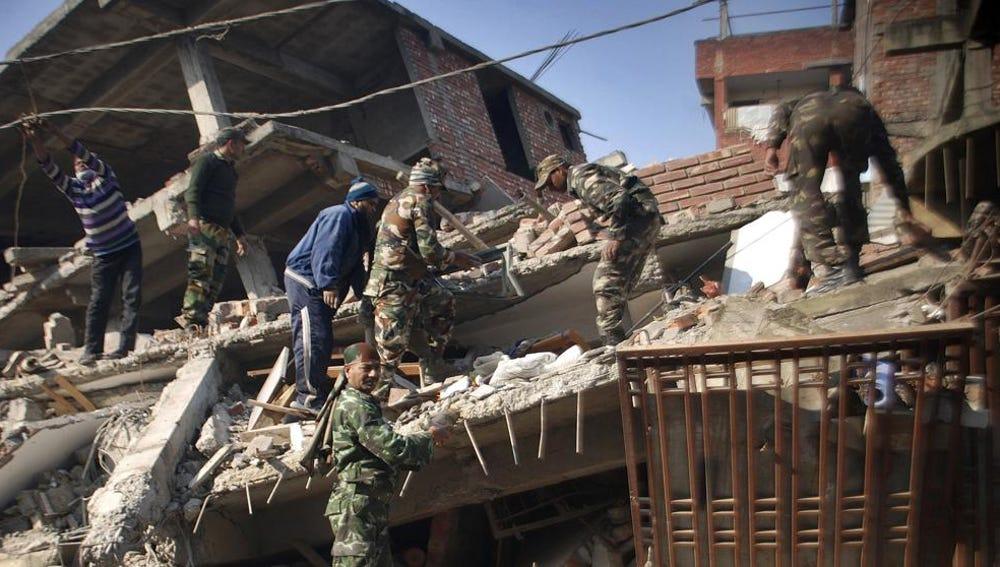 Imagen de los desperfectos causados por el terremoto en la India
