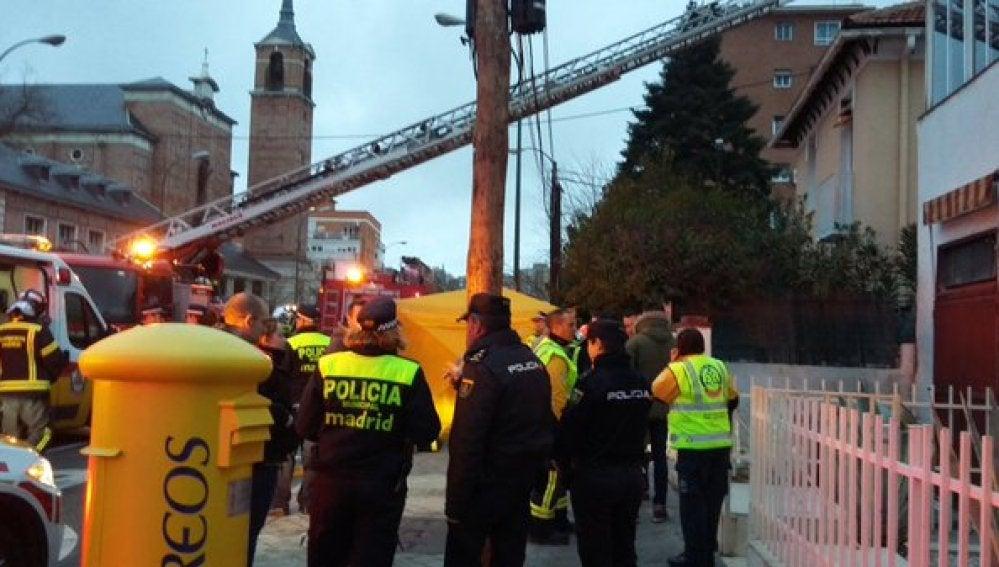 Bomberos de Madrid extinguen incendio en el chalé donde ha fallecido el menor