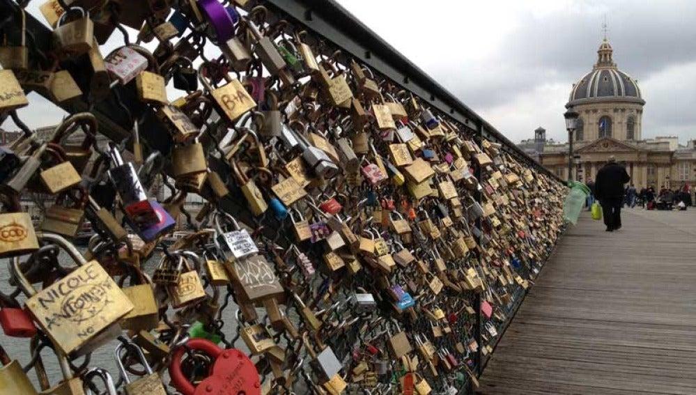 Imagen del puente de los candados en París