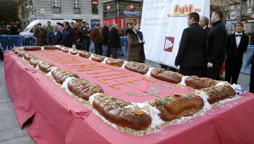 Aldeas Infantiles reparte diez mil raciones de un roscón gigante