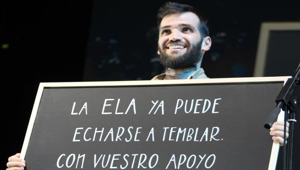 Carlos Matallanas durante el concierto #PorUnMundoSinELA