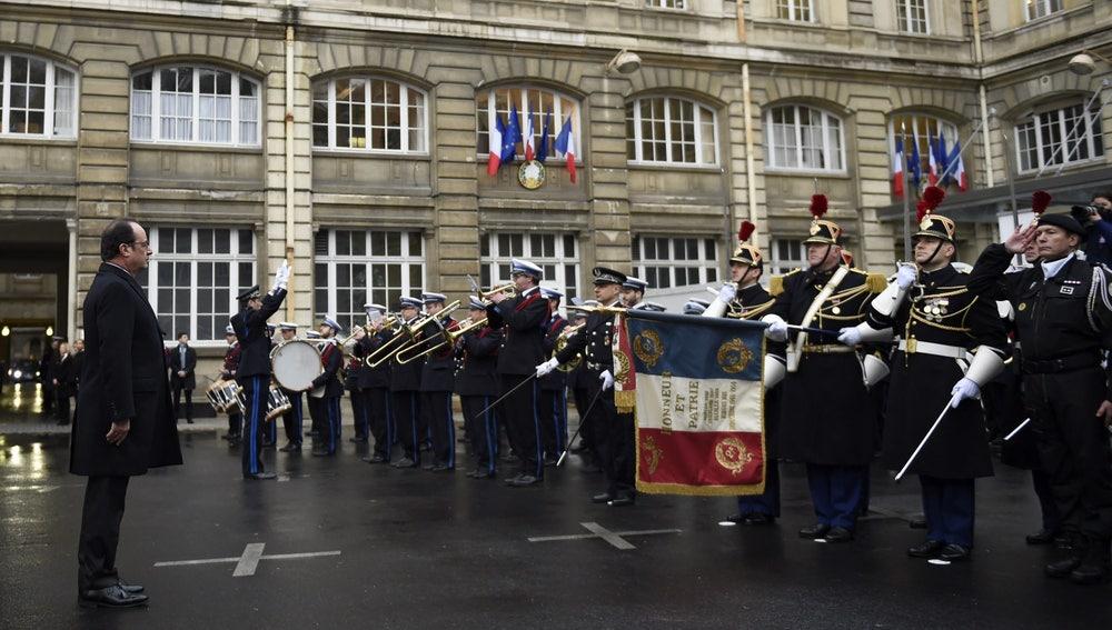 Hollande, durante el homenaje a las fuerzas de seguridad francesas