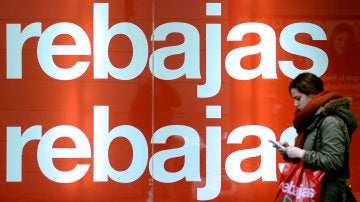 Imagen de archivo de un cartel promocional de rebajas.