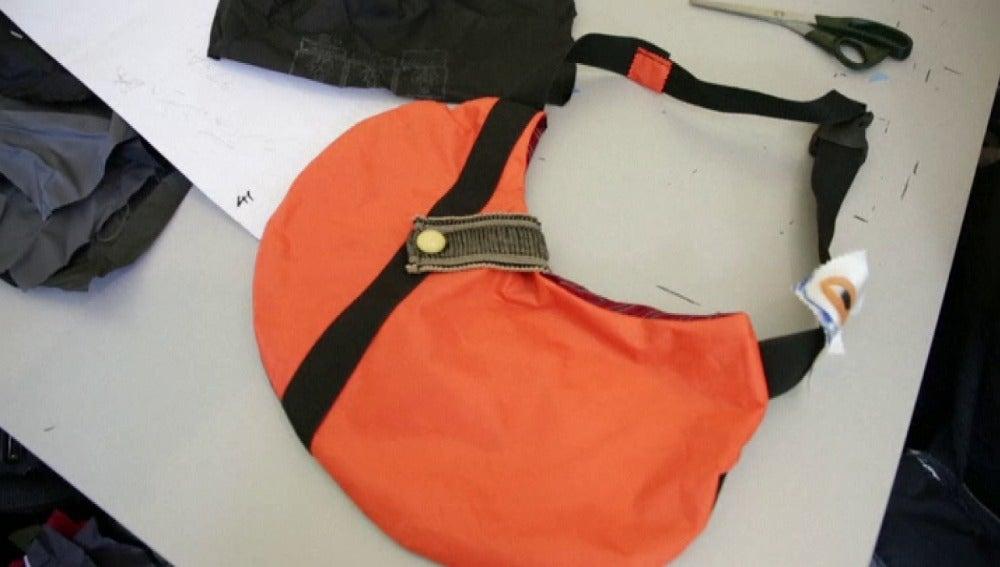 Un chaleco salvavidas transformado en un bolso