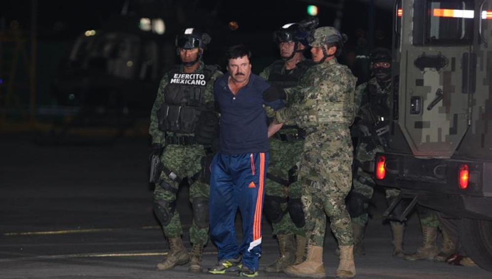 Traslado de el Chapo Guzmán de regreso al penal del que se fugó