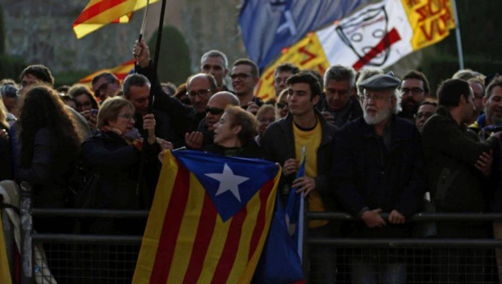 Manifestantes independentistas ante el Parlament