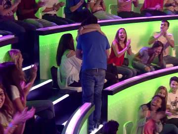 El romántico momento entre el ganador del público de ¿Y tú qué sabes? y su novia