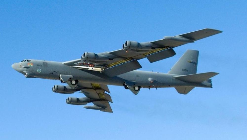Dos B-52 de EEUU sobrevuelan el espacio aéreo