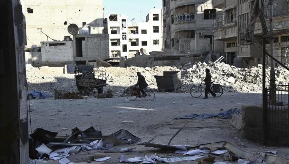 Aumentan a casi 60 los muertos en un bombardeo ruso en el norte de Siria