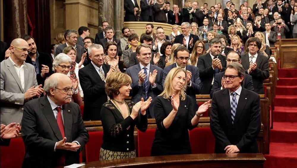 Artur Mas, recibe el aplauso de sus compañeros de coalición