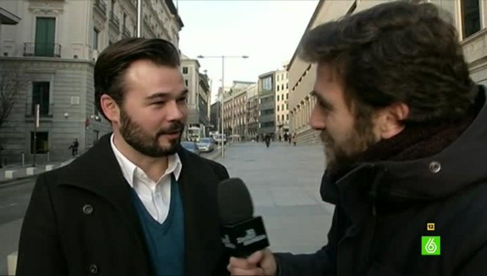 Gabriel Rufián, diputado ERC, habla con Gonzo