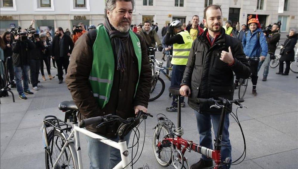 Los diputados de Equo llegan en bici