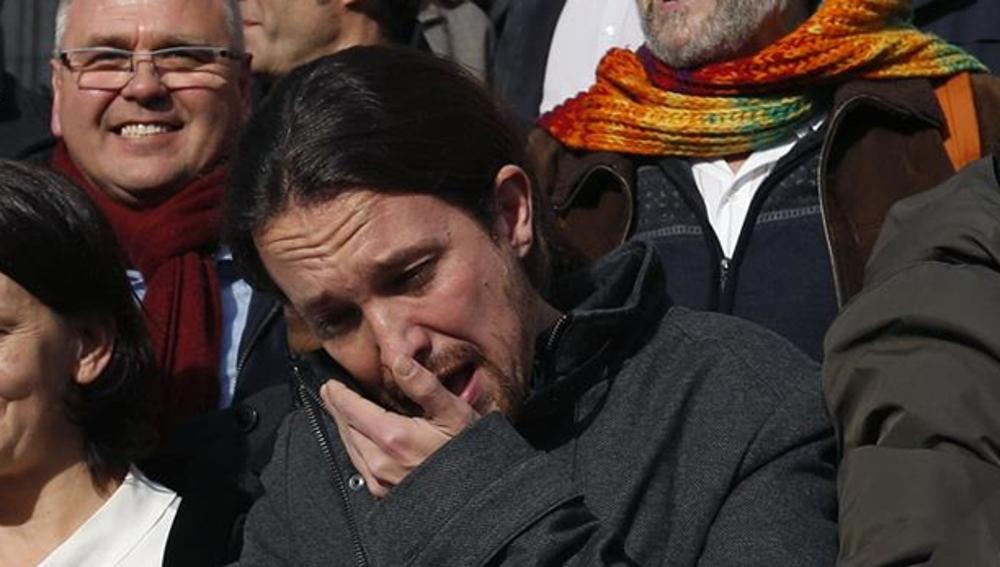 Pablo Iglesias llorando a la salida del Congreso