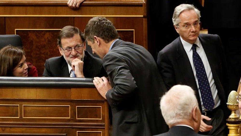 El diputado Pedro Gómez de la Serna pasa al lado de Rajoy