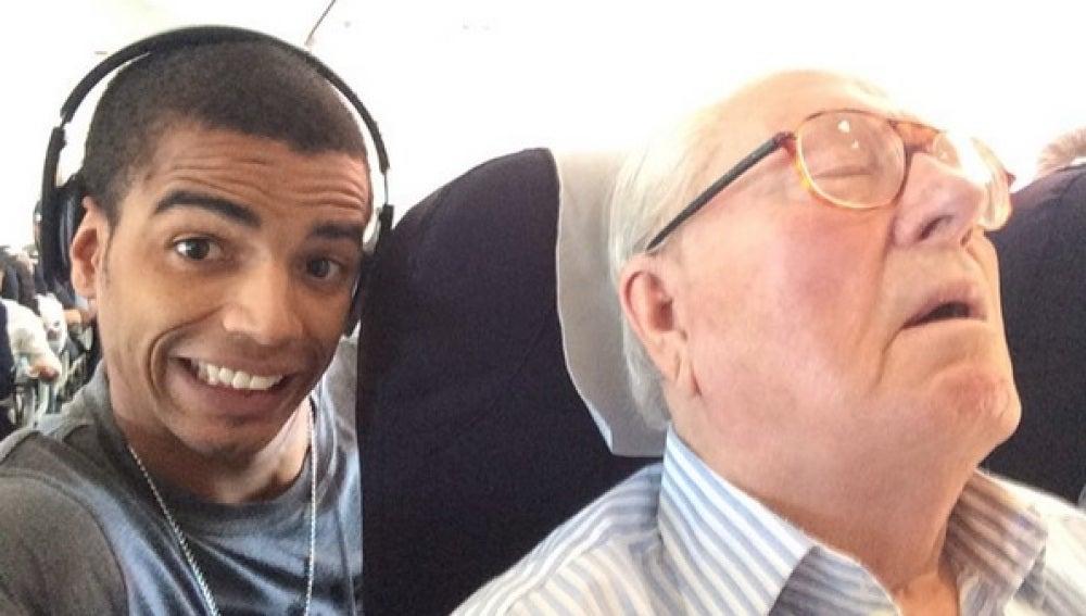 El selfie de Brahim Zaibat con Jean-Marie Le Pen