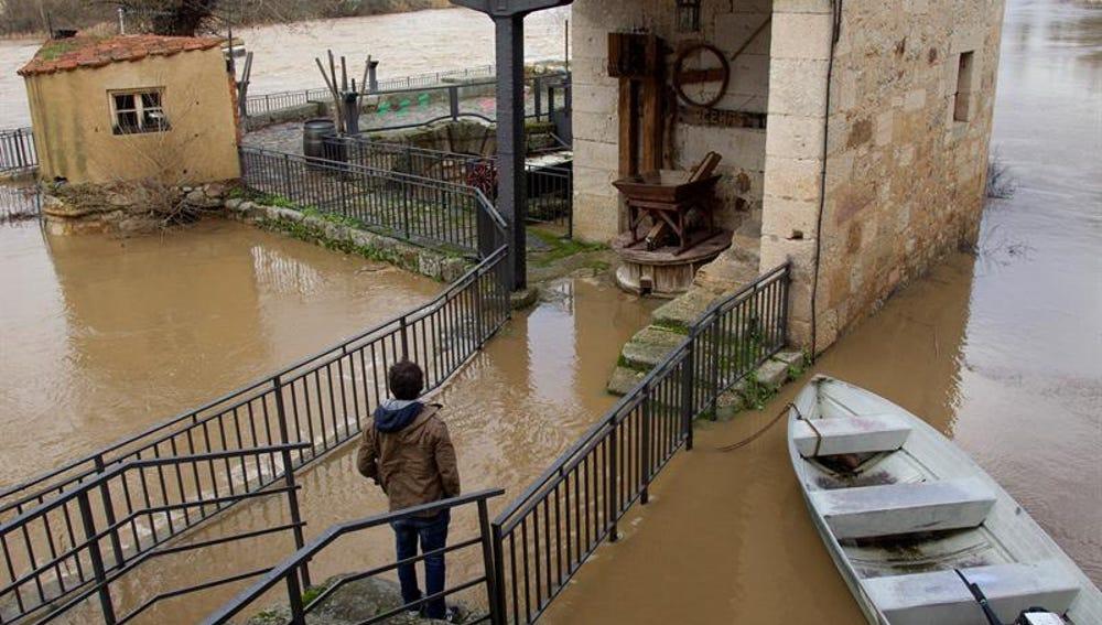 Bajan las temperaturas hasta diez grados y numerosos ríos se encuentran al límite de su desbordamiento