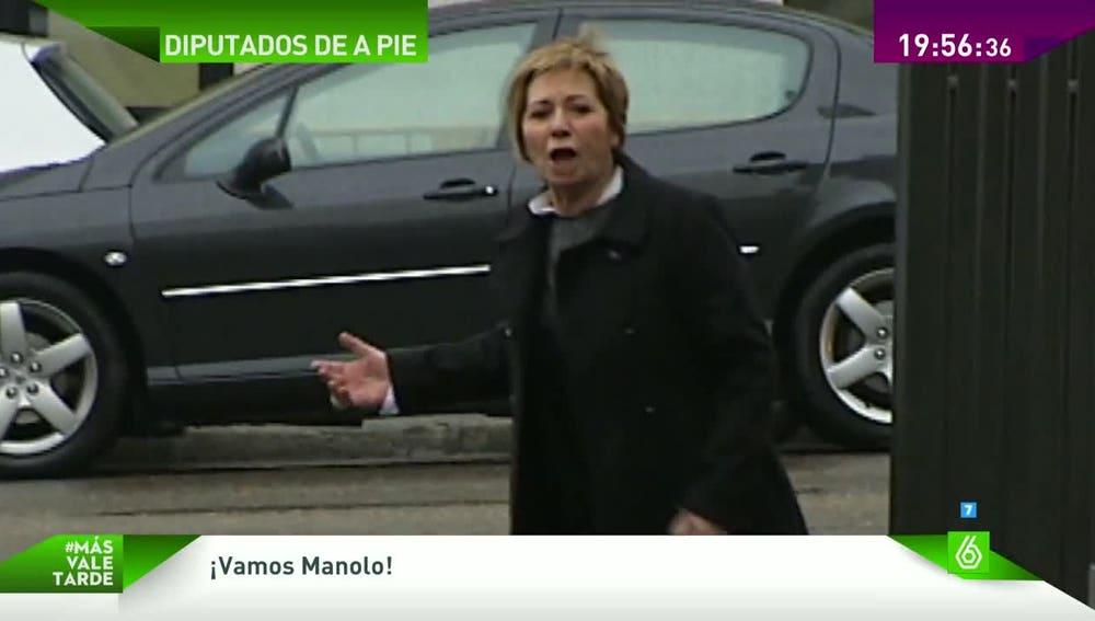 Celia Villalobos, esperando a Manolo