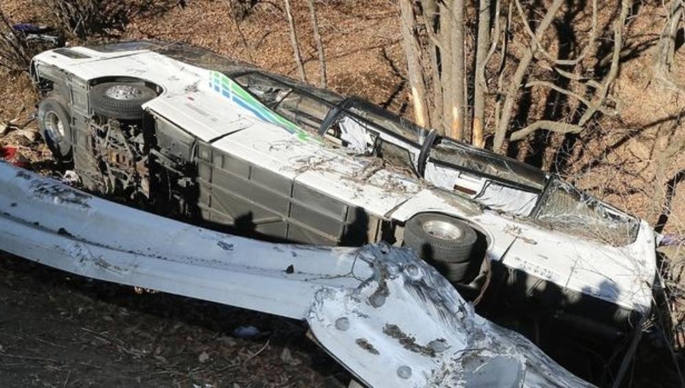Estado del autobús estrellado en Japón después del accidente