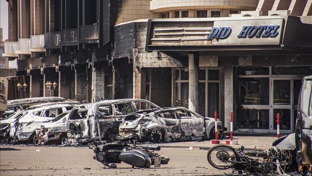 El asalto al hotel de Burkina deja 26 muertos, entre ellos cuatro yihadistas