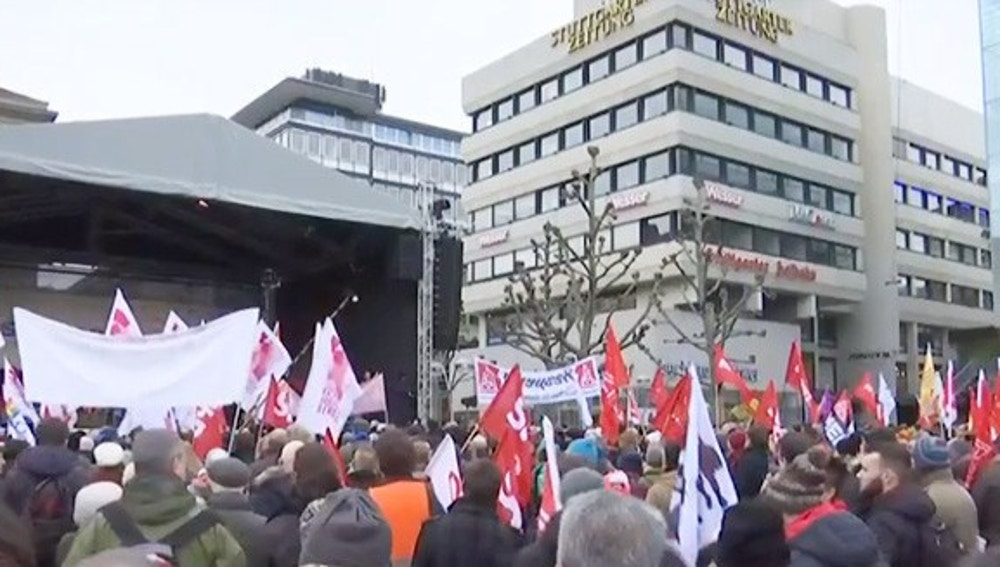 Unas 7.000 personas se manifiestan en Stuttgart contra el racismo en Alemania