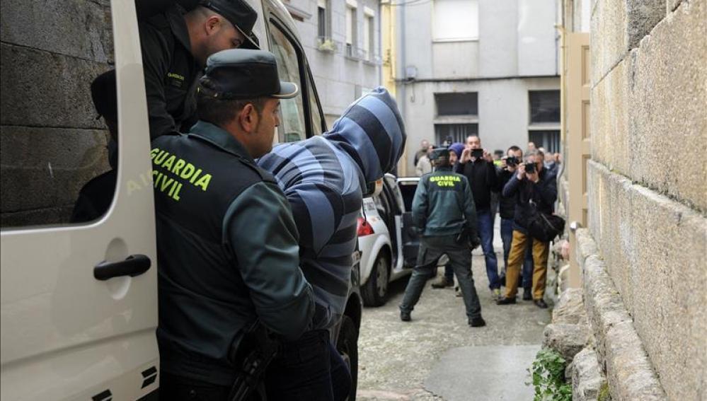 La jueza deja en libertad a los acusados de la muerte del párroco de Vilanova