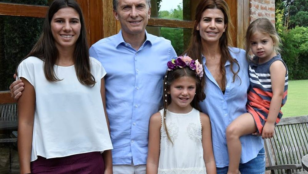Mauricio Macri, con la familia de Alberto Nisman