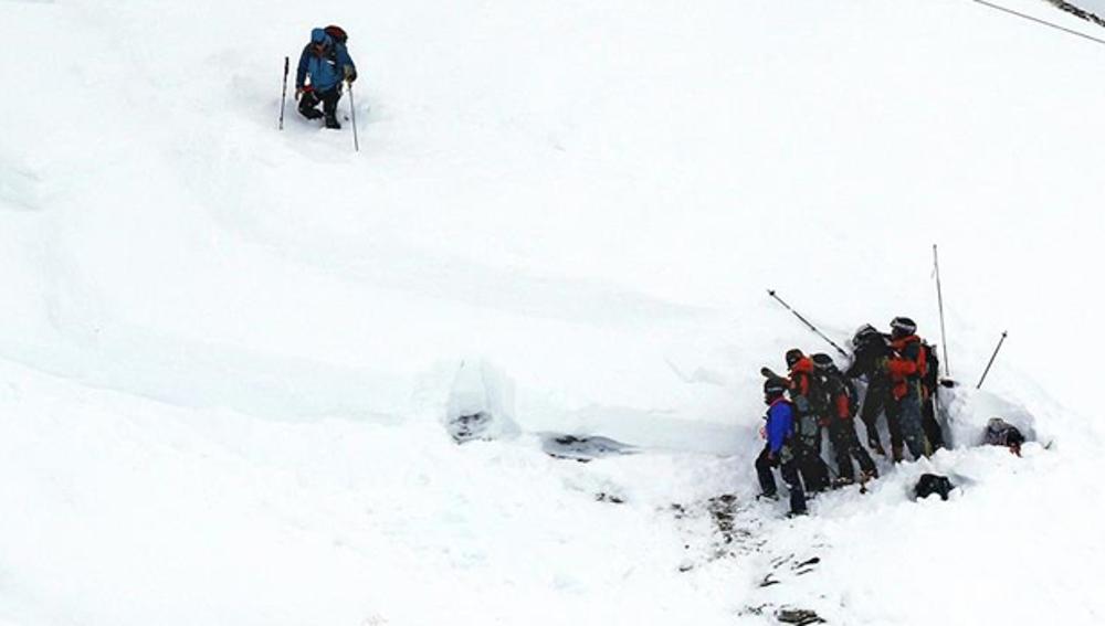 Equipo de rescate en los Alpes