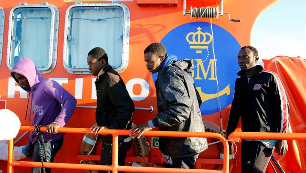 Inmigrantes rescatados por efectivos de Salvamento Marítimo