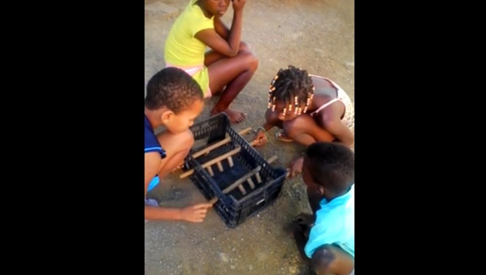 Futbolín reciclado en Cabo Verde