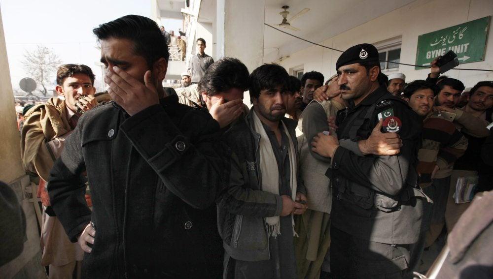 Entrada del hospital en Charsadda, donde están ingresadas algunas de las víctimas