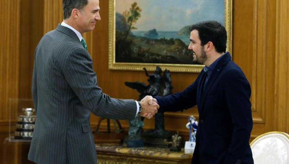 El rey Felipe recibe a Alberto Garzón en el Palacio de la Zarzuela