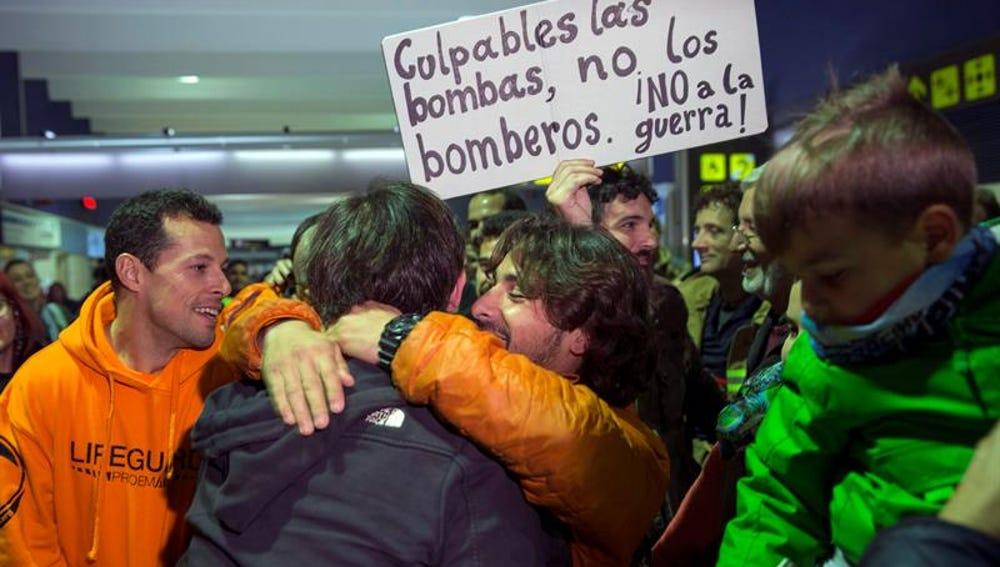 Los bomberos detenidos en Lesbos llegan a España