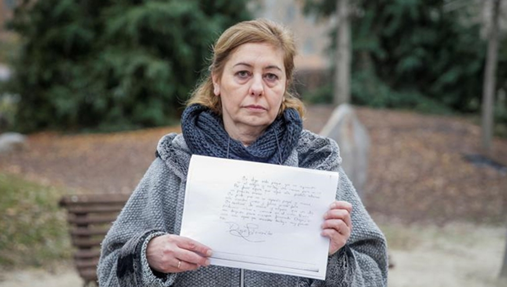 La madre de Diego con la carta que escribió su hijo