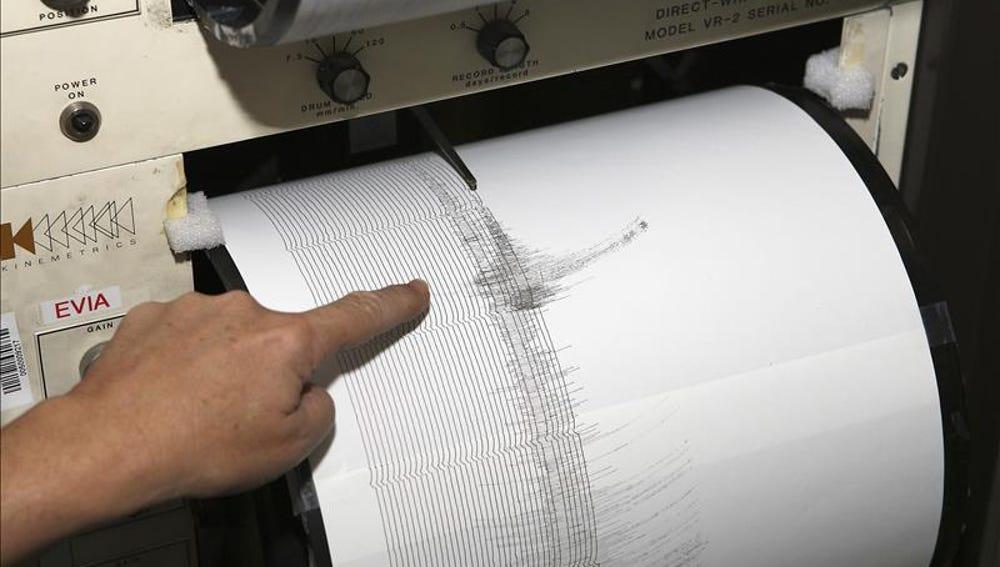 Imágen de un sismómetro mientras se da un terremoto