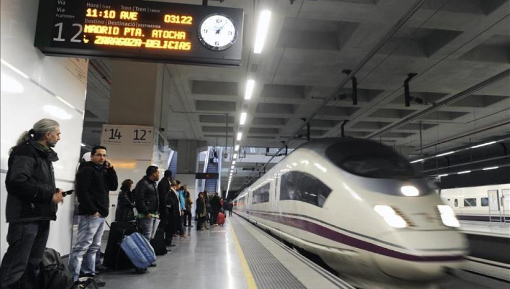 Vista de un tren AVE en la estación de Girona