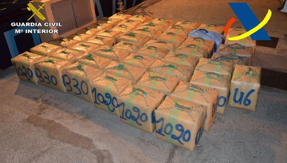 Imagen de los 1.470 kilos de hachís incautados.