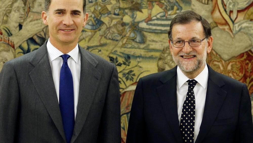 Felipe VI y Mariano Rajoy, durante la ronda de contactos