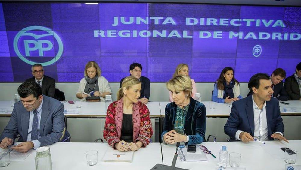 Cristina Cifuentes y Esperanza Aguirre, en la Junta Directiva Regional del PP