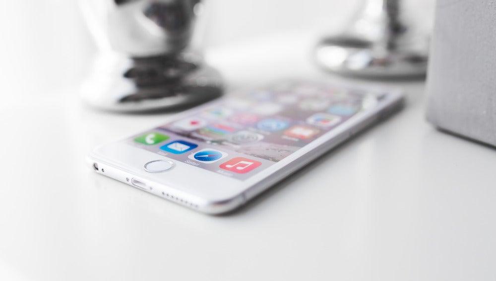 Iphone 6 Plus olvidado en una mesa