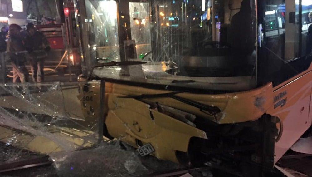 Un autobús accidentado | Archivo