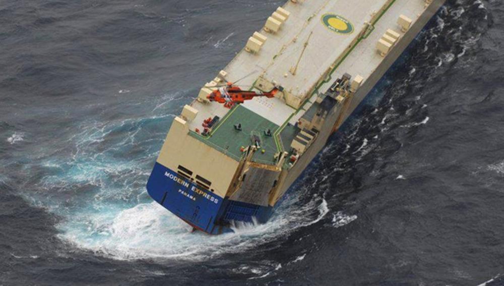 Rescate de 22 tripulantes por Salvamento Marítimo