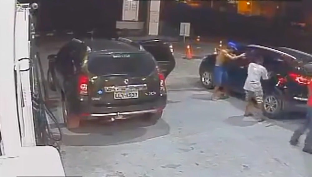 Unos niños atracan una gasolinera