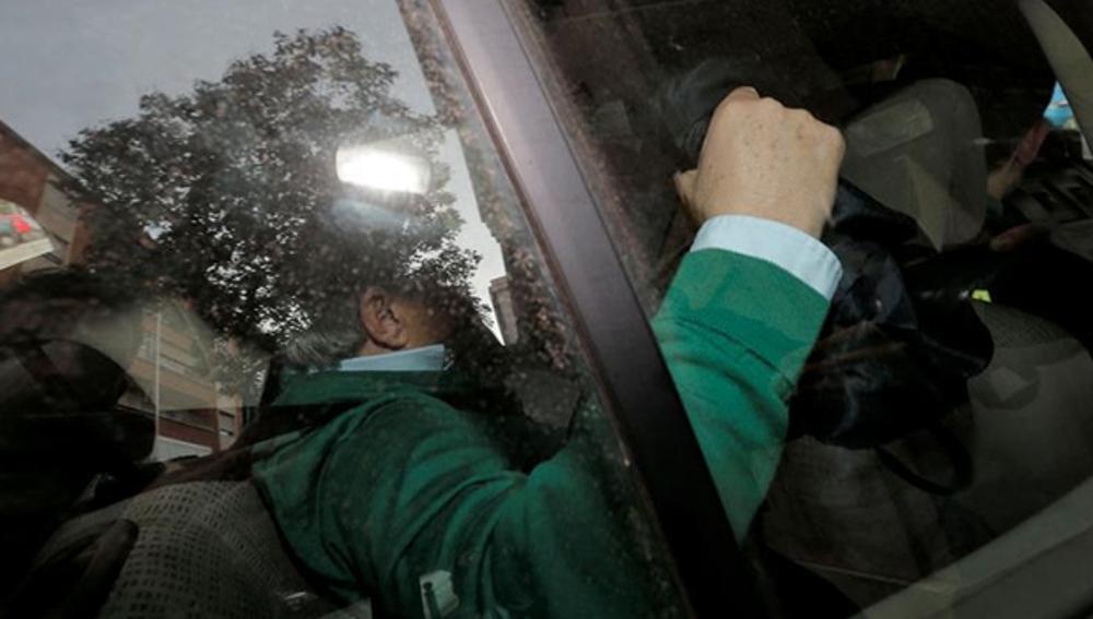 Alfonso Rus en su llegada a comandancias de la Guardia Civil